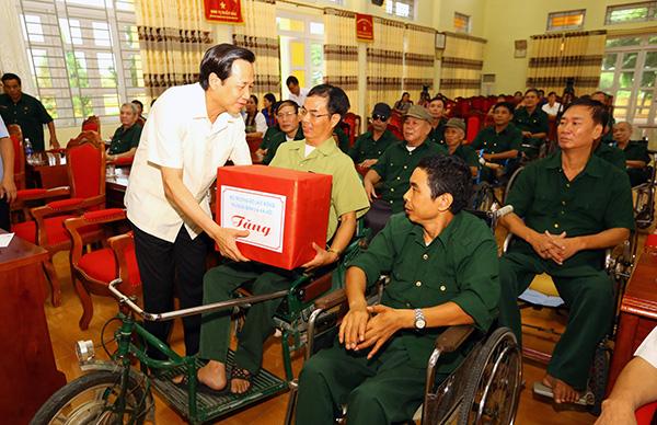 Dành hơn 332,5 tỷ đồng tặng quà cho người có công