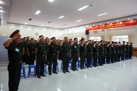 Buổi lễ bầu cử được Bộ Chỉ huy Quân sự tỉnh tổ chức trang nghiêm tại khu vực bỏ phiếu số 10, phường Xương Huân, TP. Nha Trang.