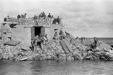 Xây nhà kiên cố ở đảo Tiên Nữ năm 1988