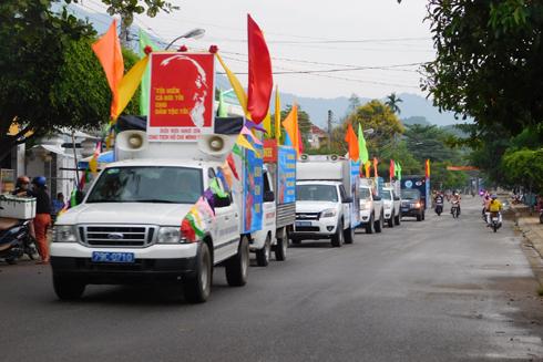 Diễu hành chào mừng Ngày Văn hóa các dân tộc Việt Nam