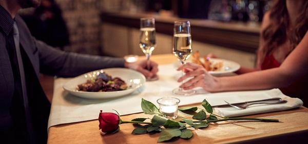 Nhiều hoạt động thú vị, lãng mạn dành cho các cặp đôi trong Ngày ...